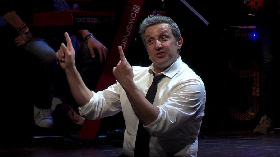 """images Al teatro Cilea di Reggio Calabria, a gennaio,  """"La macchina della felicità"""" di Flavio Insinna"""