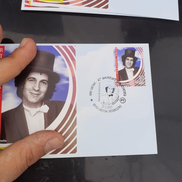 images Un francobollo rende omaggio a Rino Gaetano nel 40esimo della sua scomparsa