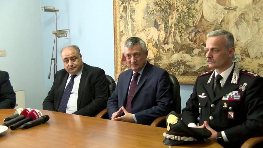 images Vibo Valentia, trovato un arsenale dai carabinieri (VIDEO)