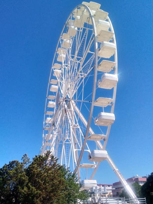 images Domani l'inaugurazione della ruota panoramica a Catanzaro Lido