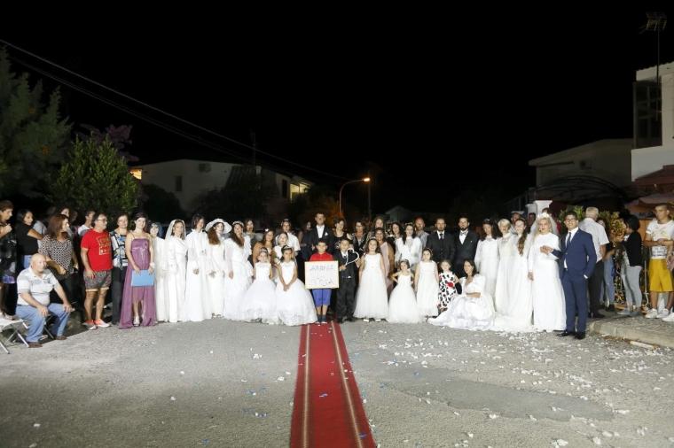 """images La sfilata """"Abiti da sposa vintage"""" ha animato il villaggio Carrao"""