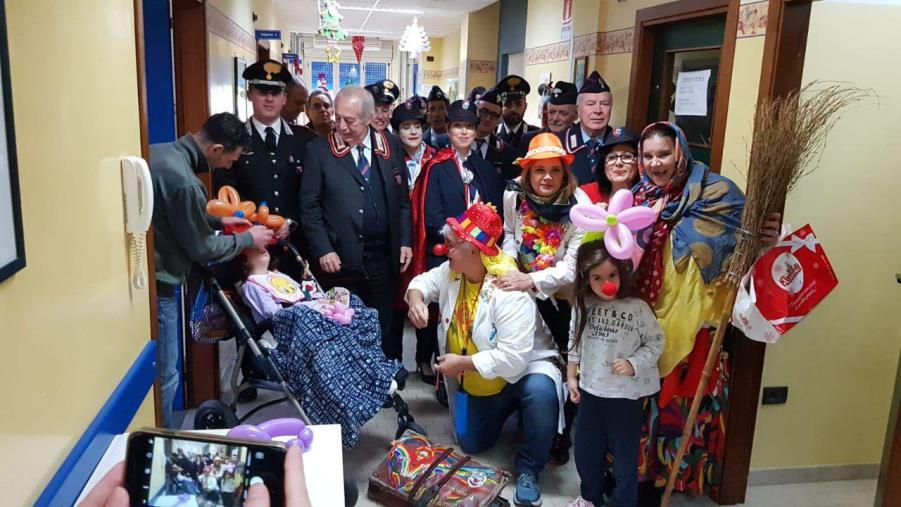 images I carabinieri della Piana di Gioia Tauro regalano doni e sorrisi ai piccoli ricoverati all'ospedale  di Polistena