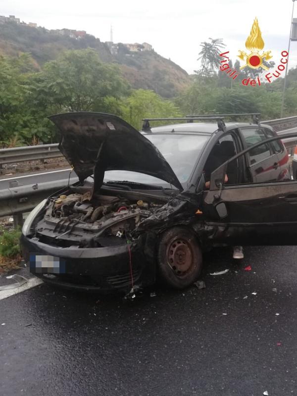images Scontro in via Lucrezia della Valle, due feriti lievi