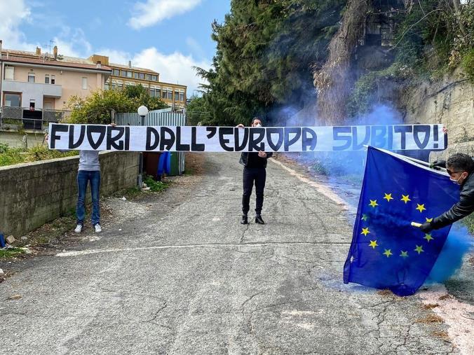 """images Spazio Sociale CasaDegrelle protesta per la situazione europea: """"E' a dir poco avvilente"""""""