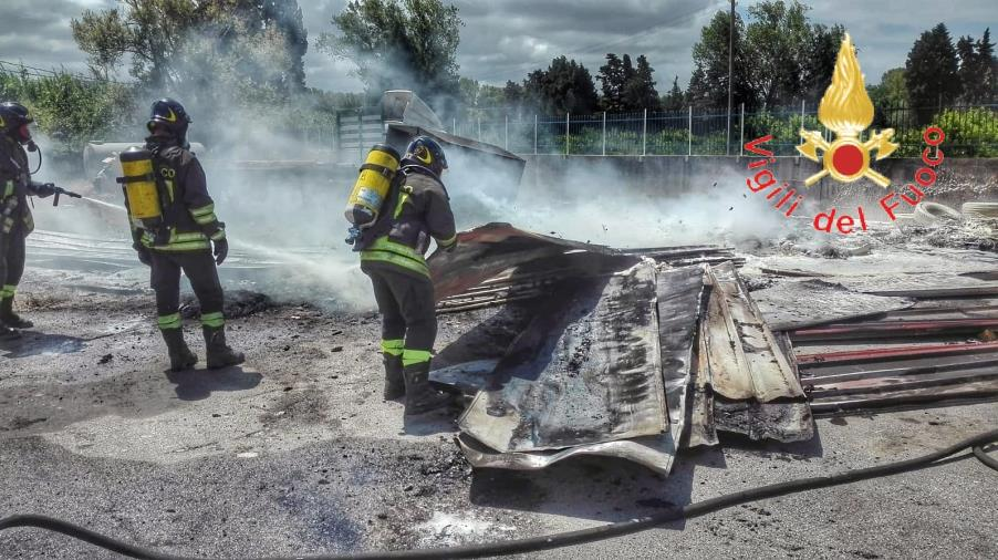 images Incendio in località Frasso Bragò: in fiamme anche rifiuti