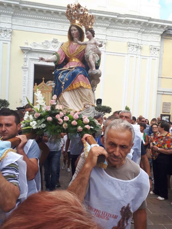 images A Tiriolo la processione in onore della Madonna della Neve