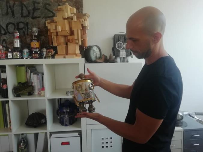 images La fantastica avventura di Massimo Sirelli, l'artista dei robot (VIDEO)