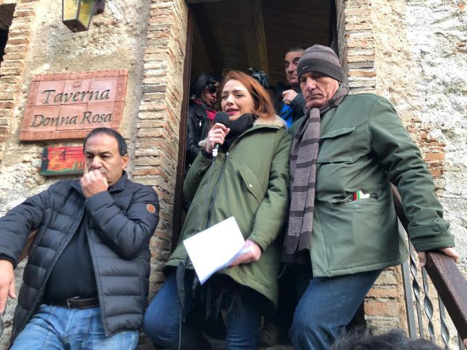 """images Le Sardine si ritrovano a Riace per la """"Festa della diversità"""" con Lucano. Jasmine Cristallo: """"Simbolo di accoglienza"""""""