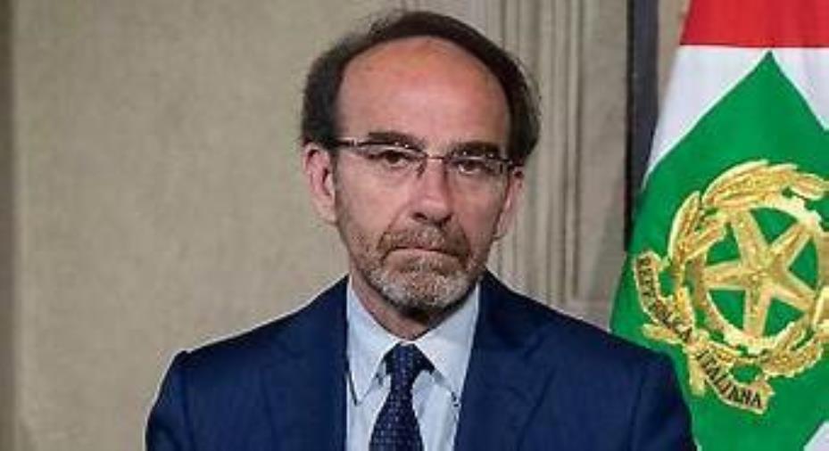 """images Oggi a Soverato il senatore Nencini per la presentazione del libro """"Solo"""""""