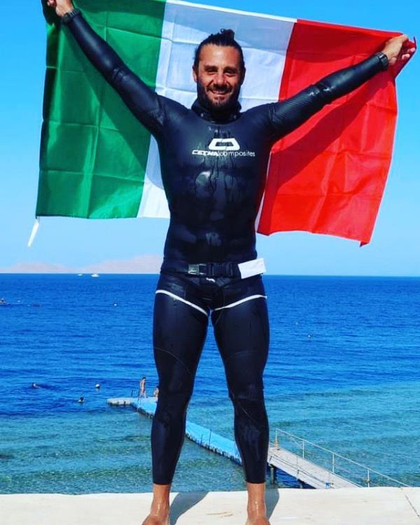 images Calabria Swim Race. Record nell'apnea (specialità bi-pinne) per Homar Leuci