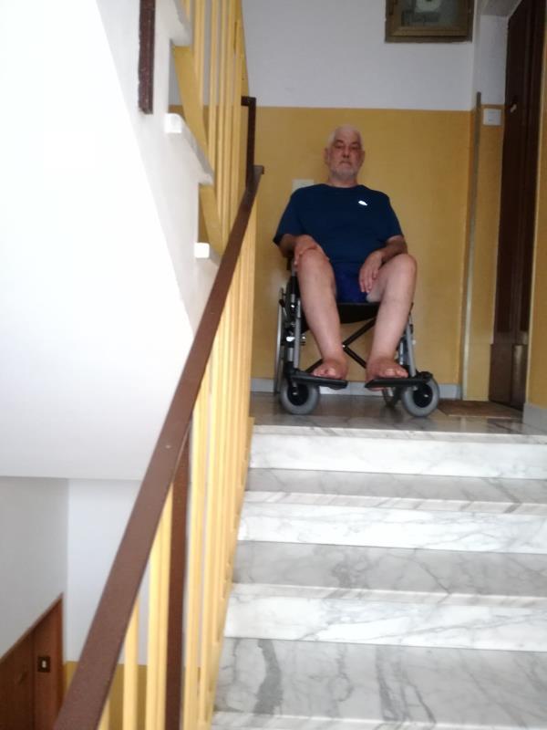 """images Catanzaro. Lo sfogo di Oreste: """"Io, affetto da Sla e senza ascensore. Quando la burocrazia è peggiore della malattia"""""""