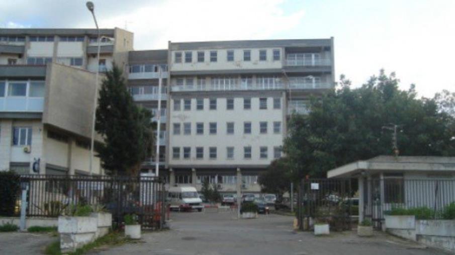 images Tentano di rubare denaro negli uffici dello sportello ticket dell'ospedale di Tropea, ladri a mani vuote: l'incasso era stato già prelevato