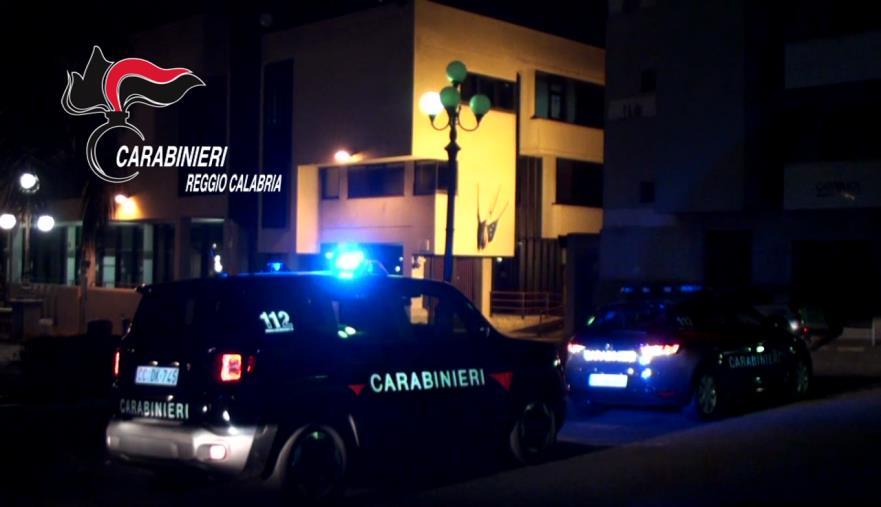 images Palmi. Fugge dopo aver tentato una rapina con un coltello, tunisino denunciato ed espulso