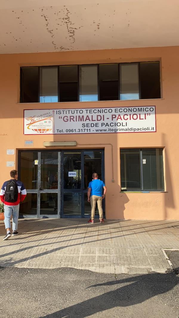 """images Covid. Bidello positivo all'Istituto """"Pacioli"""" di Catanzaro Lido: si tracciano i contatti"""