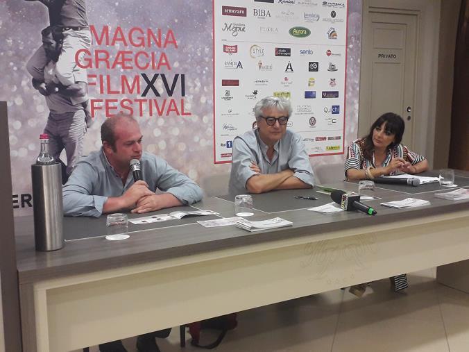 """images Antonio Petrocelli e il suo """"Peraspina Perapoma"""" al Magna Graecia Book Festival (VIDEO)"""