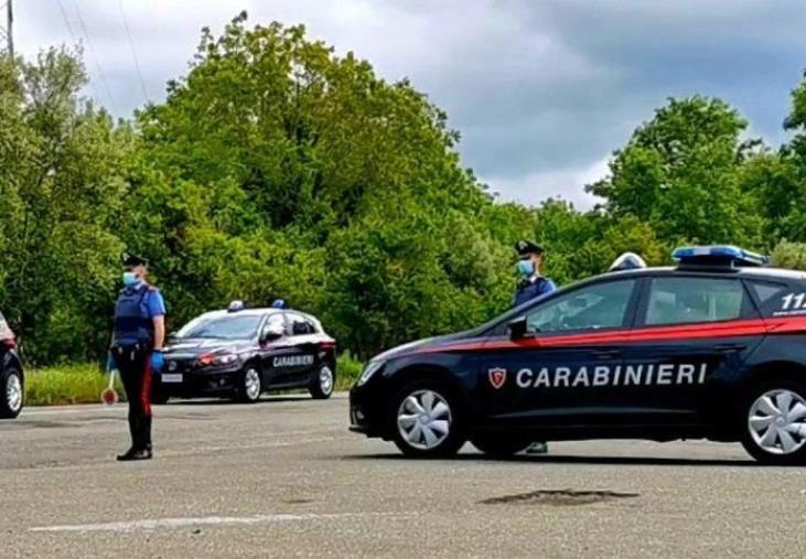 Corigliano Rossano. Tenta di sfuggire ai carabinieri su un'auto rubata: denunciato un ventiduennesenza patente