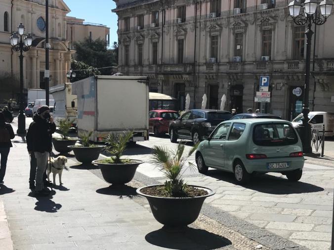 """images Catanzaro. La protesta degli ambulanti """"in marcia"""" su Corso Mazzini"""