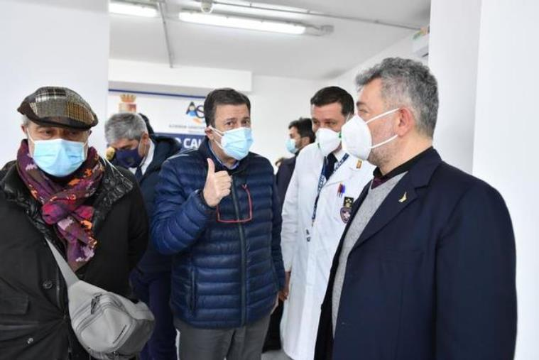 """Covid. Spirlì al centro vaccinale di Reggio Calabria: """"Grande aiuto dai Ministeri"""" (VIDEO)"""