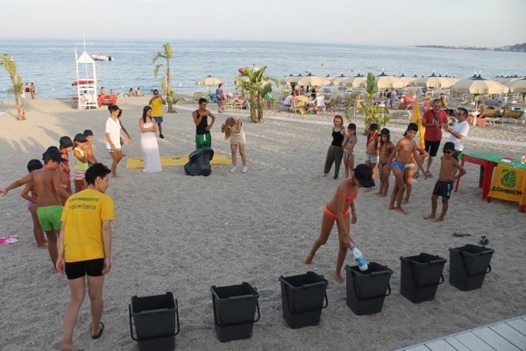 """images """"Ricicla Estate"""" torna in Calabria con 37 tappe sulle spiagge della costa: oltre 30 i comuni coinvolti"""