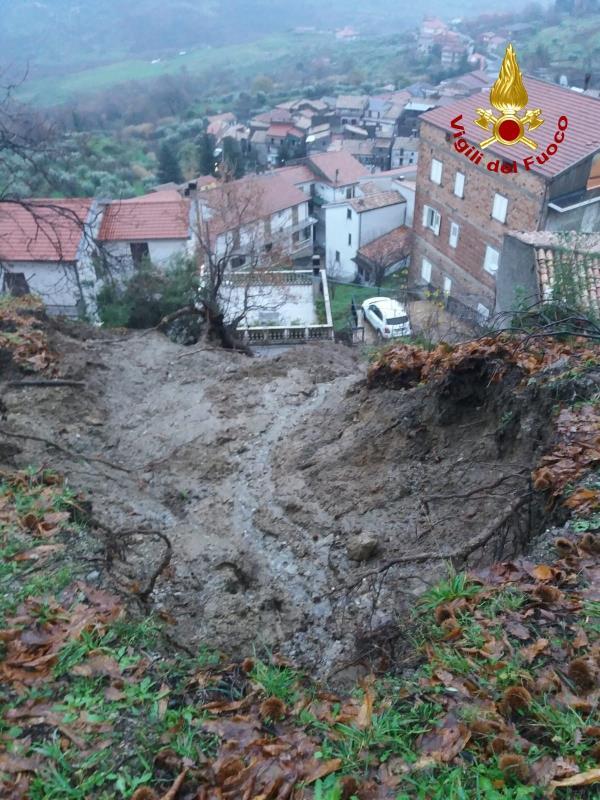"""images Frana a Rota Greca. Il sindaco: """"Chiederemo lo stato di calamità"""""""