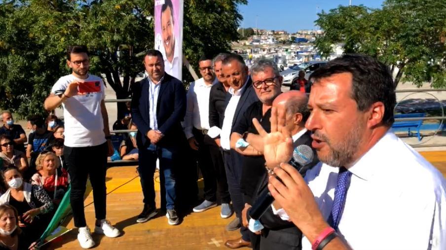 """images Cirò Marina. Bagno di folla per Salvini, Calabretta: """"Mai tanta attenzione per la Calabria da un leader nazionale"""""""