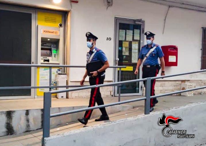 images San Luca. Positiva al covid esce di casa per andare all'ufficio postale: denunciata