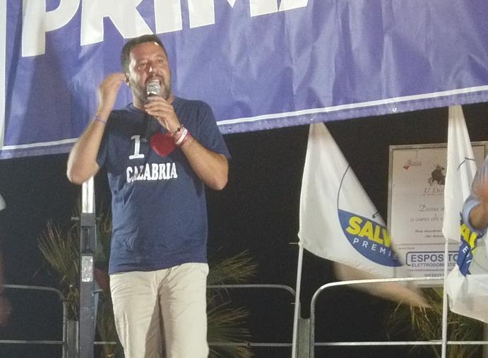 """images """"In Calabria non si può usare il rosario? Alla faccia della democrazia"""". La replica di Salvini a Morra"""