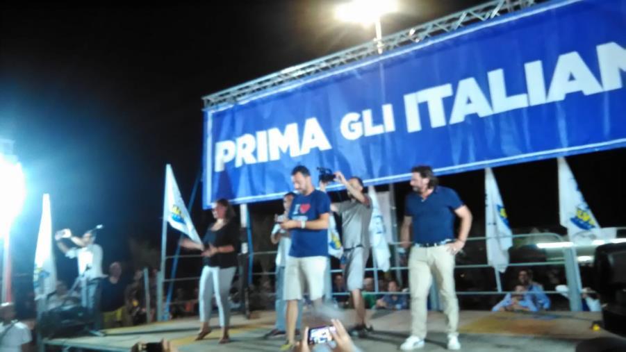 """images """"I ragazzi calabresi non mi chiedono assistenza, ma lavoro"""". Salvini va già oltre il reddito di cittadinanza"""