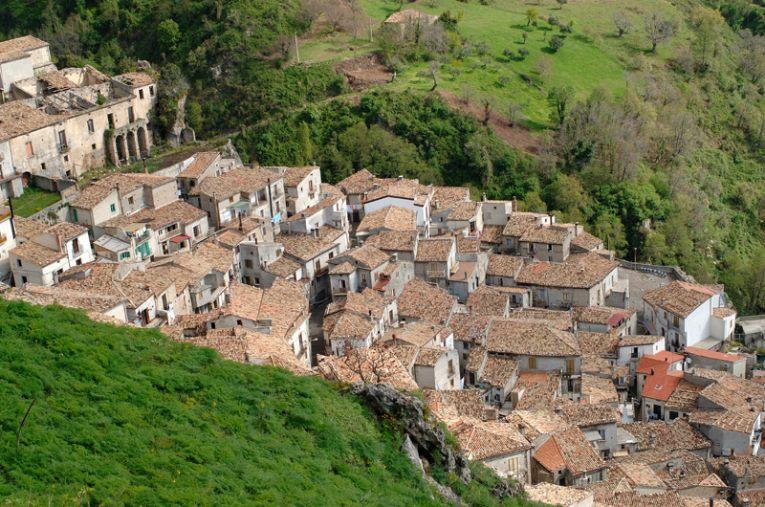 images A San Donato di Ninea il Comune vieta l'uso improprio dell'acqua potabile
