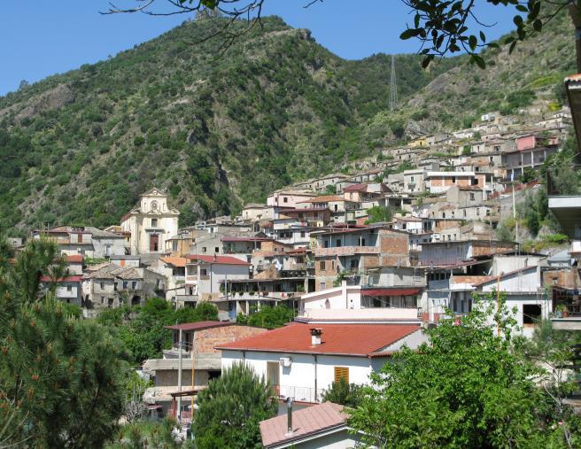 images San Luca. Consiglio comunale dopo la cattura di Pelle: ha partecipato anche una delegazione di Gioventù nazionale Catanzaro