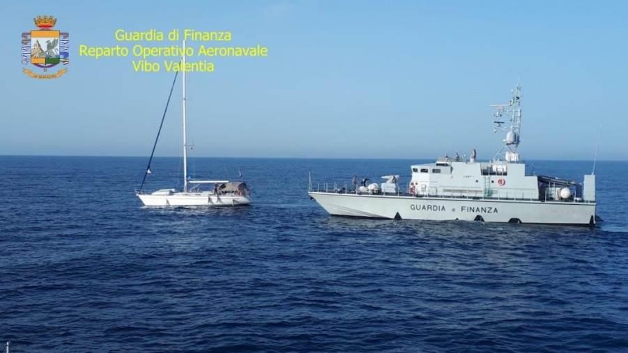 images Sbarchi, 59 migranti individuati a Sovereto. Fermati due presunti scafisti