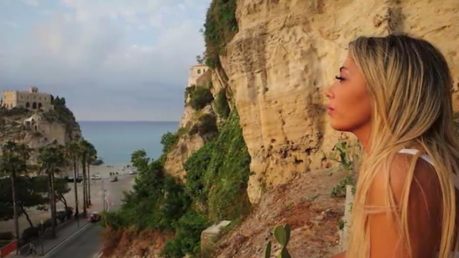 """images A Tropea con il """"Vento in faccia"""" di Massi Lepera: primo videoclip musicale nel """"Borgo dei borghi"""""""