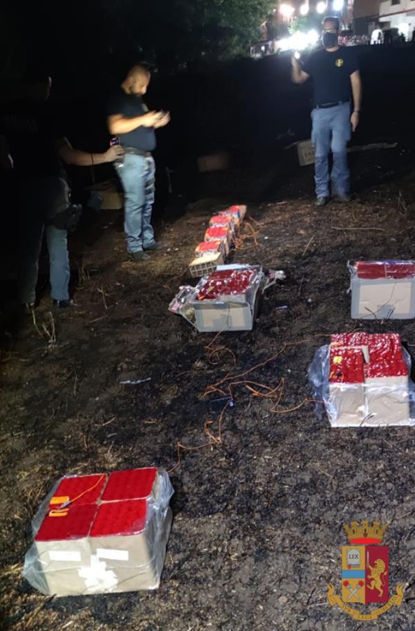 images Zambrone. Spettacolo pirotecnico abusivo per la festa della Santa Patrona: sequestrati 100 kg di botti