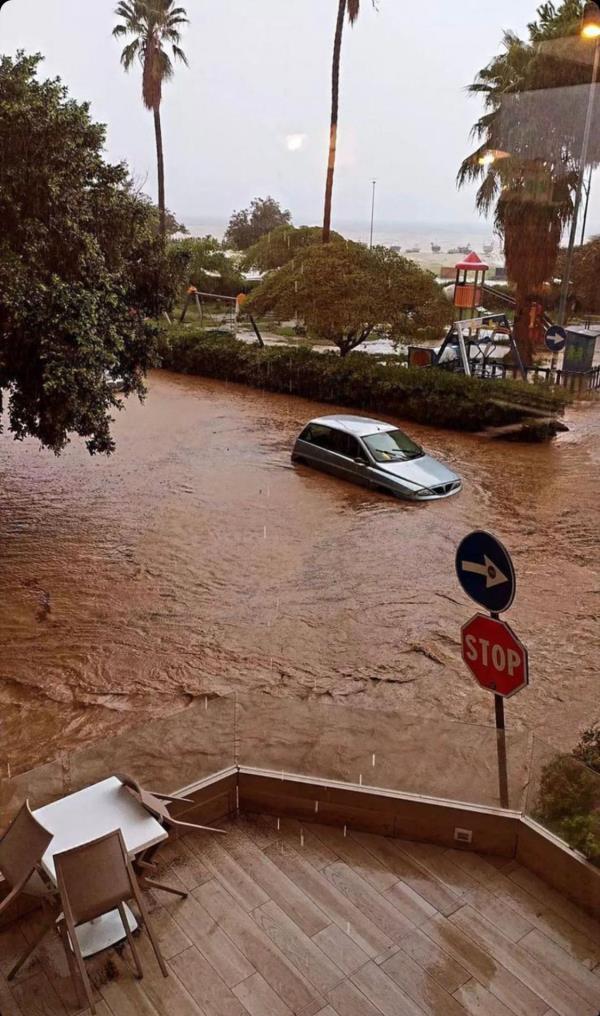 images Maltempo. A Soverato strade invase dal fango trasformate in veri e propri fiumi