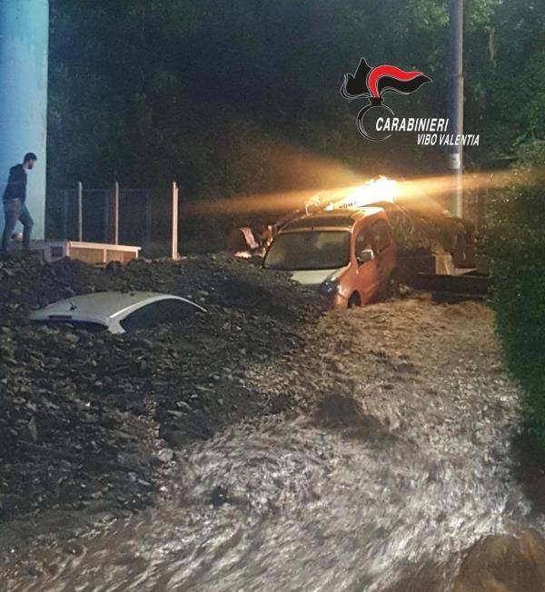 """images Il maltempo sferza Vibo, """"tempesta"""" di fango e detriti travolge lo stabilimento Callipo di Maierato (FOTO E VIDEO)"""