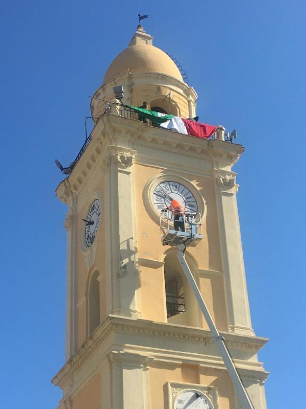 images Coronavirus. A Corigliano Rossano la speranza e il tricolore sventolano sui monumenti cittadini