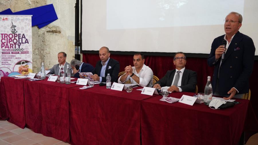 """images Tropea. TCP, Gallo: """"Cipolla simbolo della rivoluzione culturale, tra i marcatori identitari della Calabria"""""""