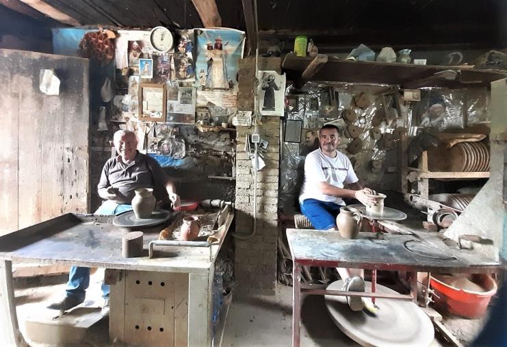 La storia del ceramista Tommaso Papillo di Gerocarne, il coraggio di restare in bottega (VIDEO)