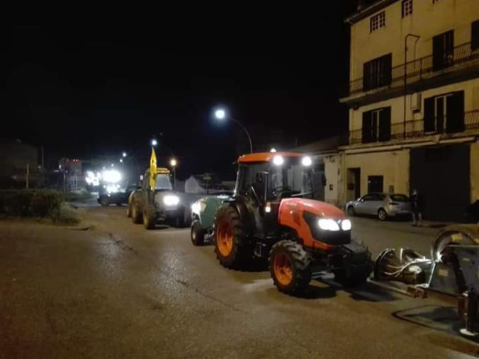 images Coronavirus. Si accendono i trattori: la Coldiretti in campo a Castrovillari per la sanificazione delle strade (VIDEO)