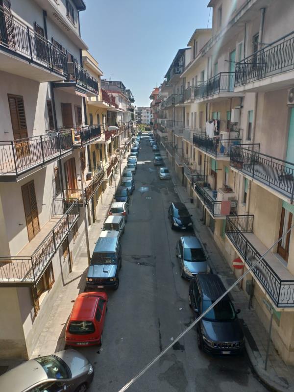 """images Coronavirus.  Melito Porto Salvo è Comune blindato, ma i cittadini sono senza protezione. Sale la tensione: """"Come facciamo a vivere?"""""""