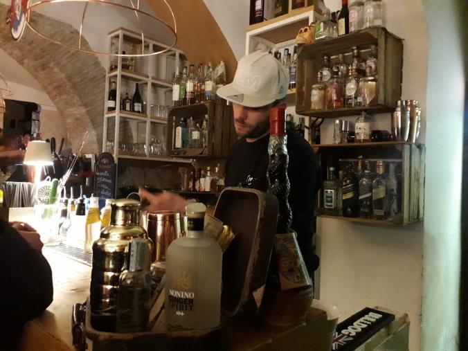 images Nuovo Dpcm. Enoteche con asporto fino alle 22, resta alle 18 per i bar senza cucina