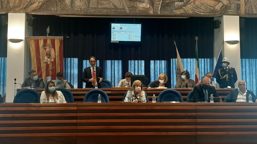 images Catanzaro. Consiglio comunale: Angotti, Ciciarello e Renda da Forza Italia al gruppo misto