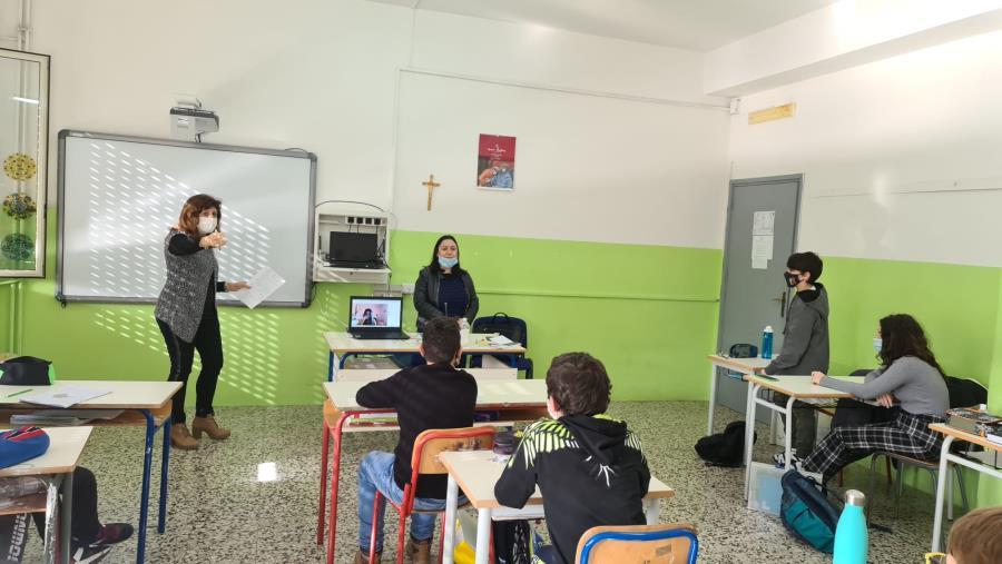 Mafia e collaboratori di giustizia. Gli alunni del plesso Manzoni, a Catanzaro, incontrano   Rita Tulelli (FOTO)