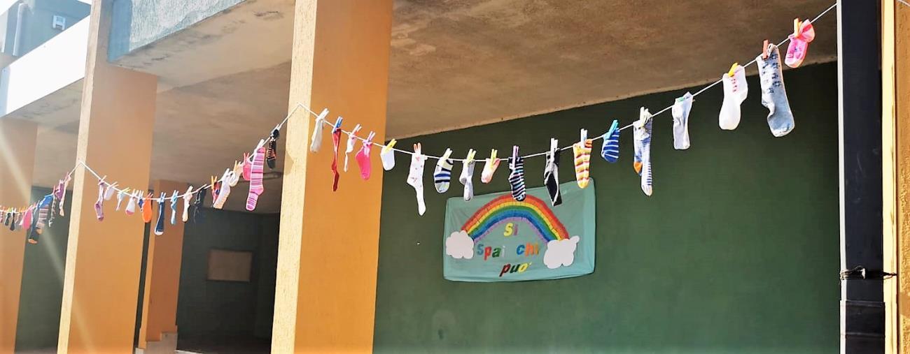 images Giornata dei calzini spaiati: l'Istituto Comprensivo Mattia Preti di Catanzaro si colora di messaggi speciali