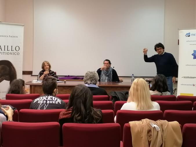 """images """"Libri&Bollicine"""", concluso il quarto appuntamento con lo scrittore crotonese Gianluca Facente"""