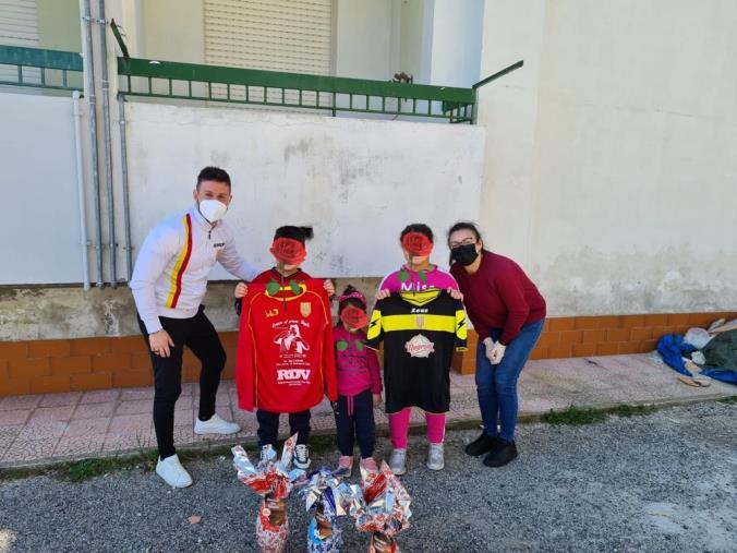 images Usd Belcastro e Confraternita Misericordia insieme per distribuire ai bambini le uova di Pasqua