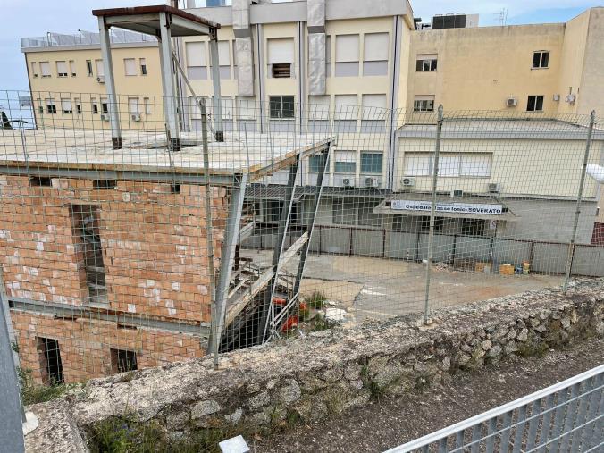 Soverato. Azzurra Ranieri (Udc) chiede la demolizione del manufatto incompleto che crea disagi vicino l'Ospedale civile