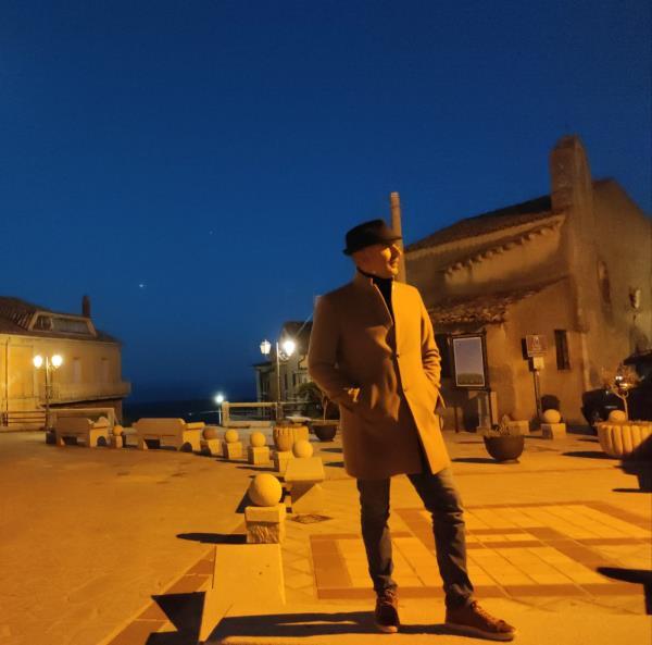 """images """"Lassalo"""", il nuovo singolo del cantautore calabrese Michele Ligarò girato nel borgo di Cropani"""