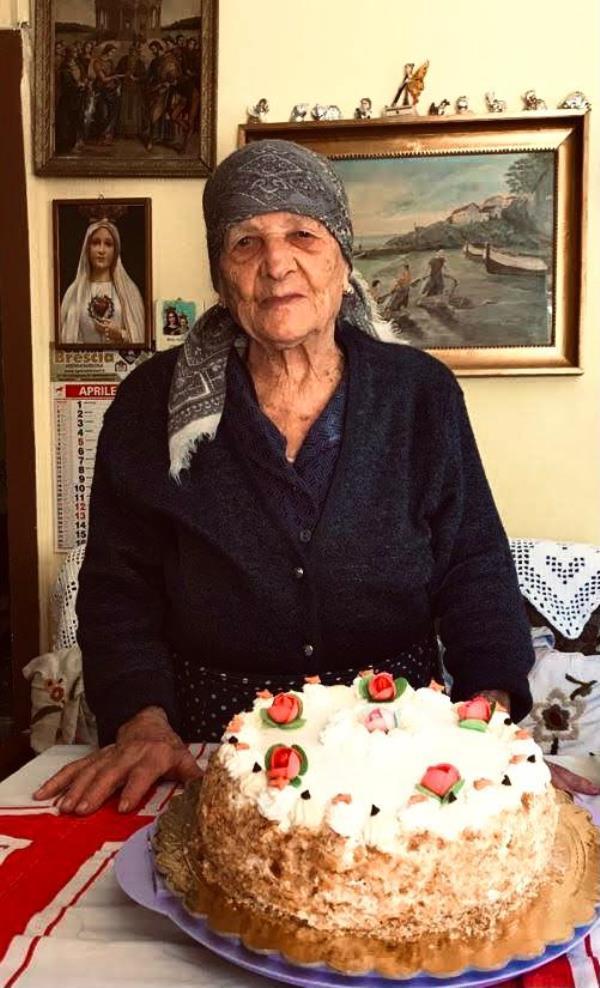 images Belcastro. Nonna Rosa Petrucci compie 100 anni: gli auguri del sindaco Antonio Torchia