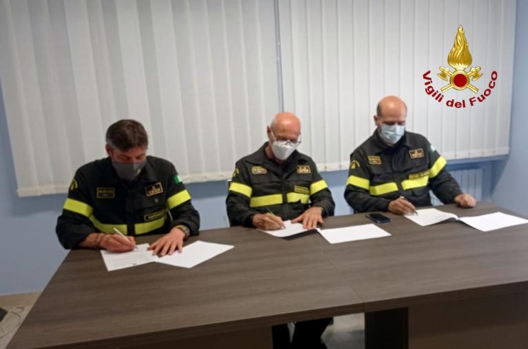 images Vigili del Fuoco, siglato il protocollo operativo tra i comandi di Catanzaro e Reggio Calabria